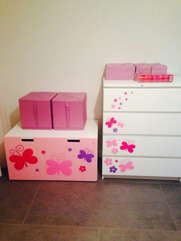 Personaliza los muebles de tus hijos con vinilos for Vinilos muebles infantiles